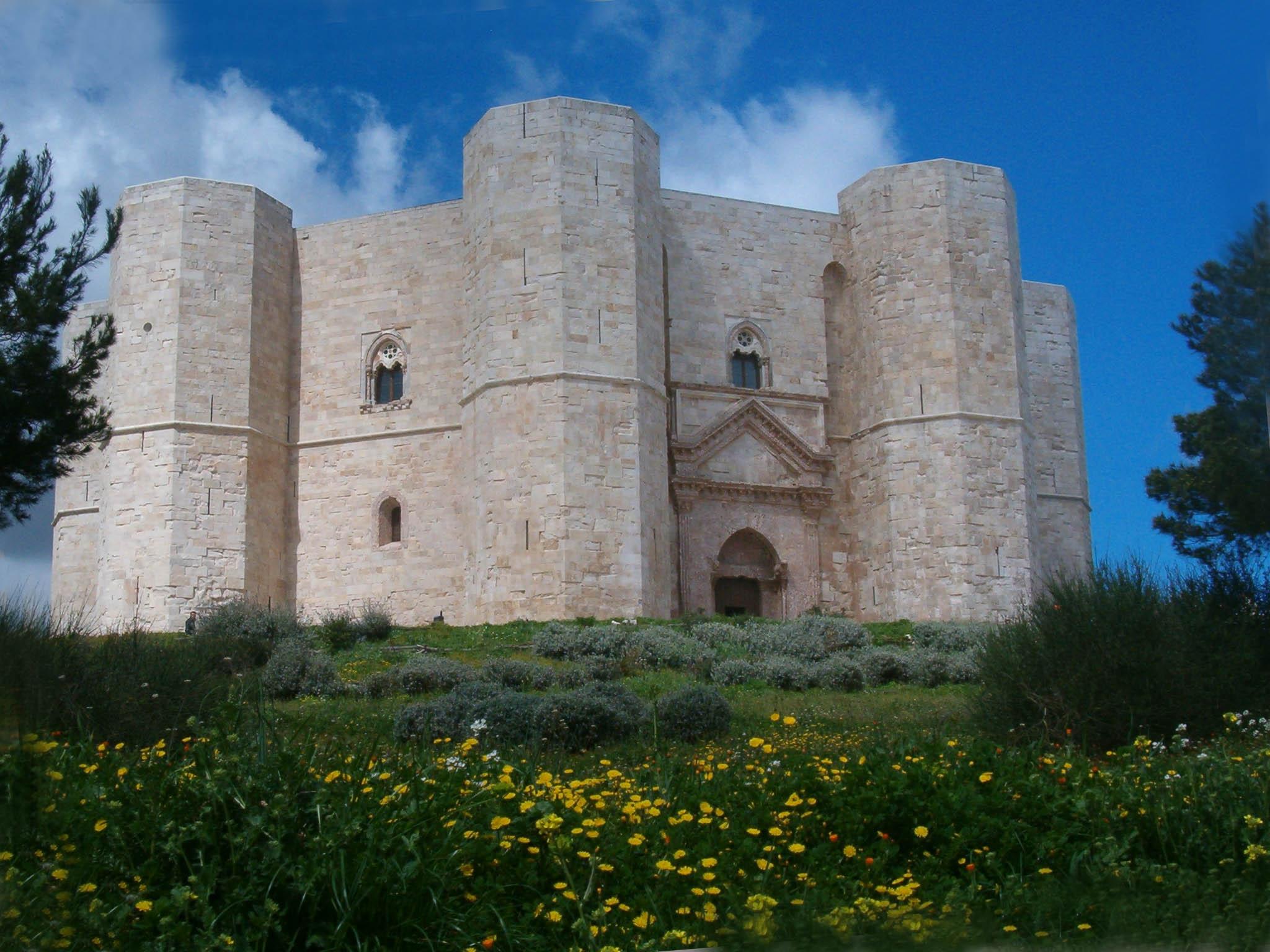 Castel_del_Monte_giu06_001