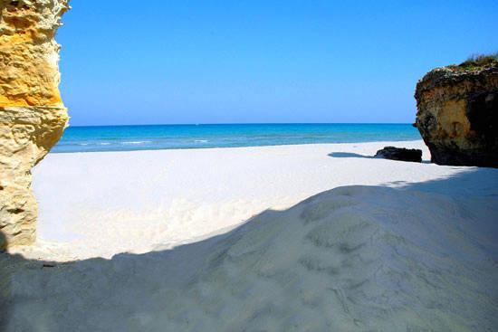 baia dei turchi, vista mare dalla spiaggia