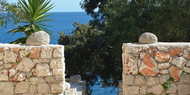 4 houses with direct access to the sea of Salento