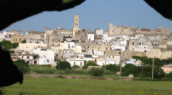 Villages and farmhouses: three pearls between Salento and Valle d'Itria