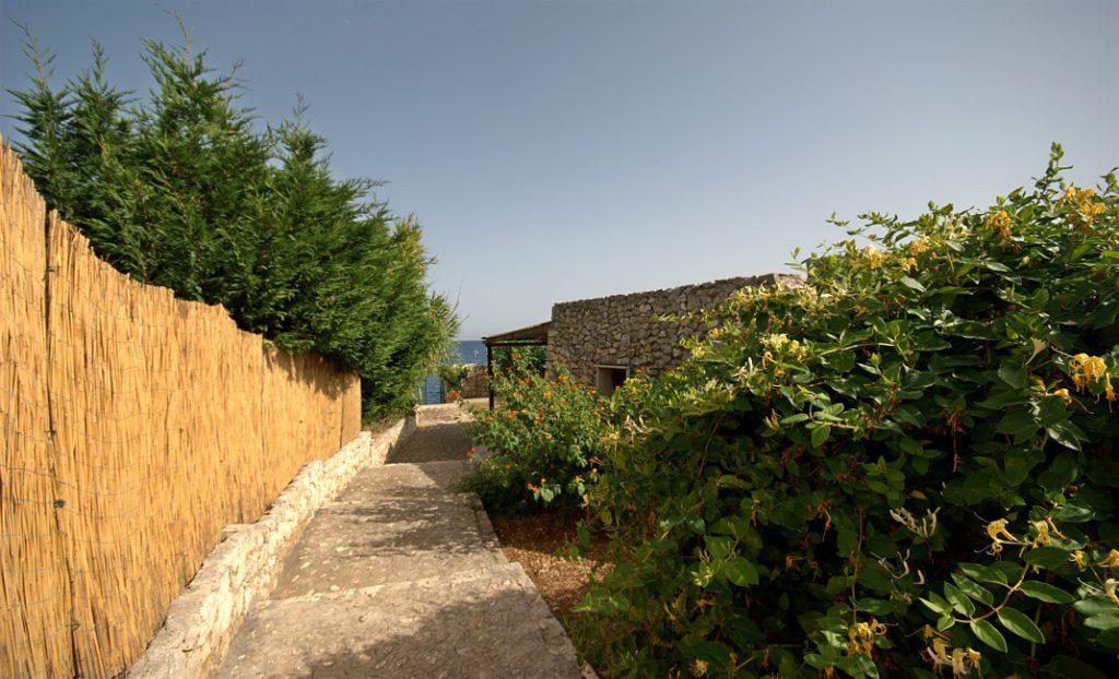 villa Mariner, sentiero accesso al mare. booking@salentodolcevita.com