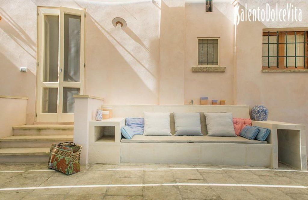 Salottini esterni, casa Kalamuri, Otranto. booking@salentodolcevita.com