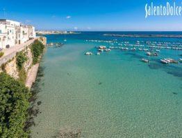 La mer, une pinède et le centre historique d'Otranto à portée de main