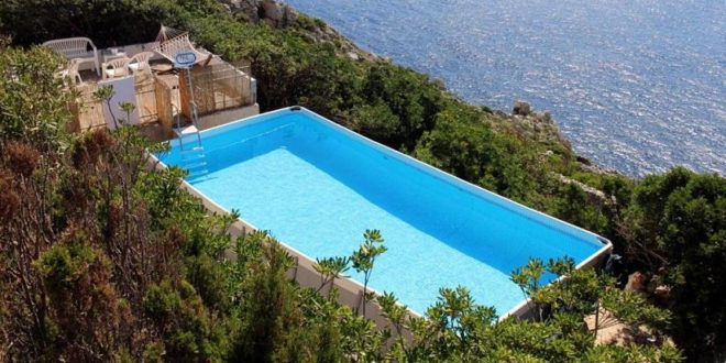 Panoramic pools over the wonders of Salento