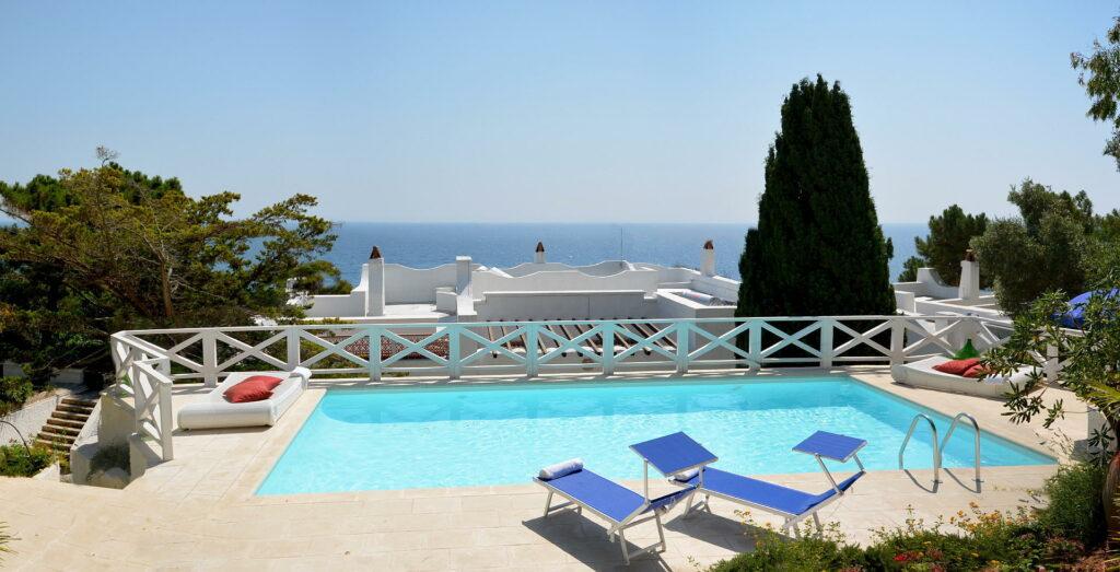 villa con piscina salento vista mare