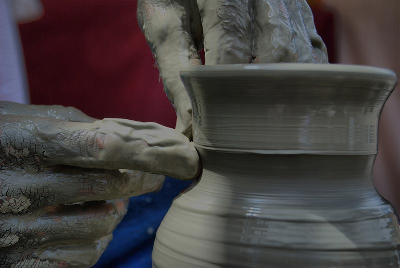 Ceramic production at the lathe