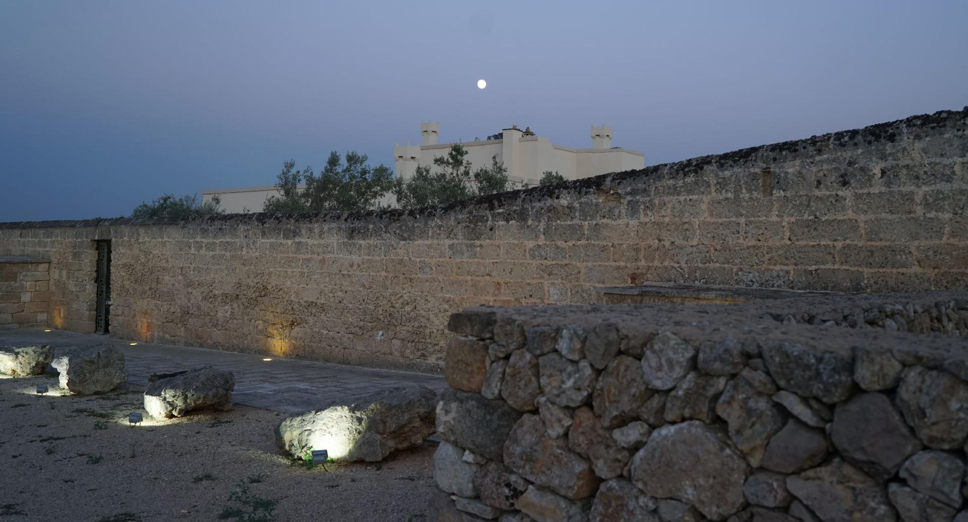 at night the view of the ancient walls