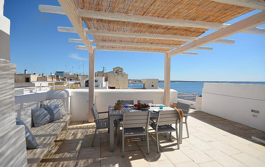Gallipoli centro appartamento di charme in affitto a due for Appartamento al mare design