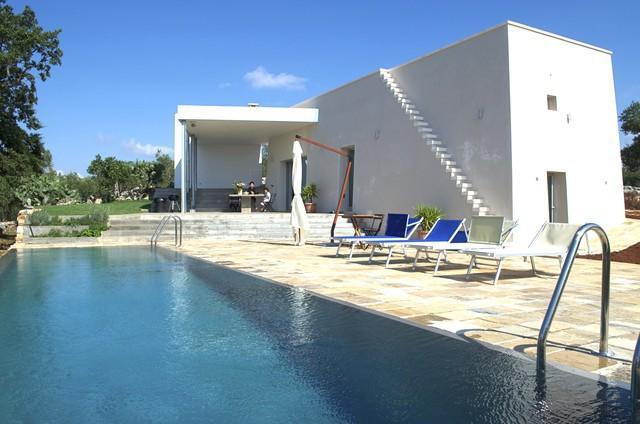Affitto salento villa con piscina di charme in puglia for Piscine strette e lunghe