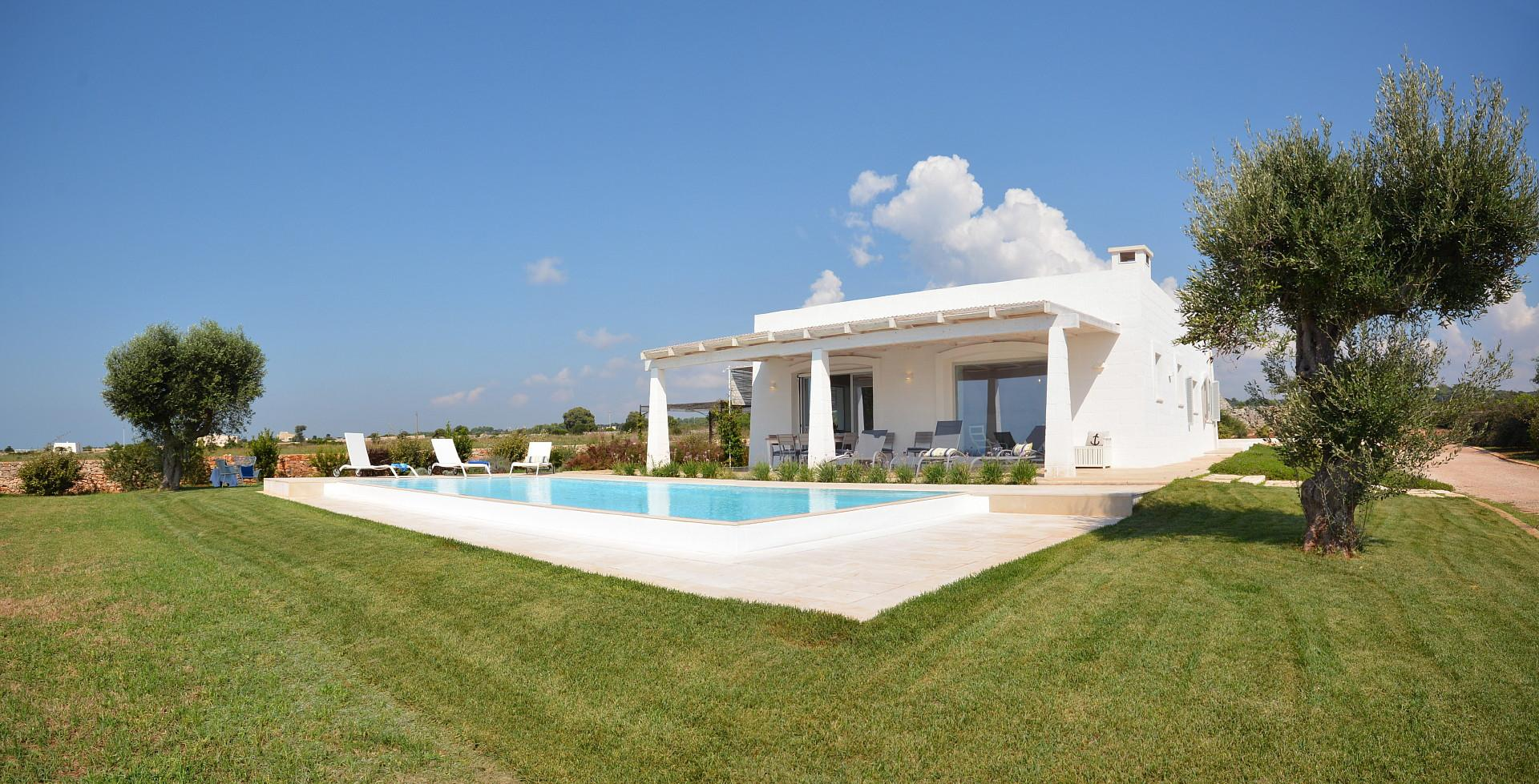 The villa and the pool