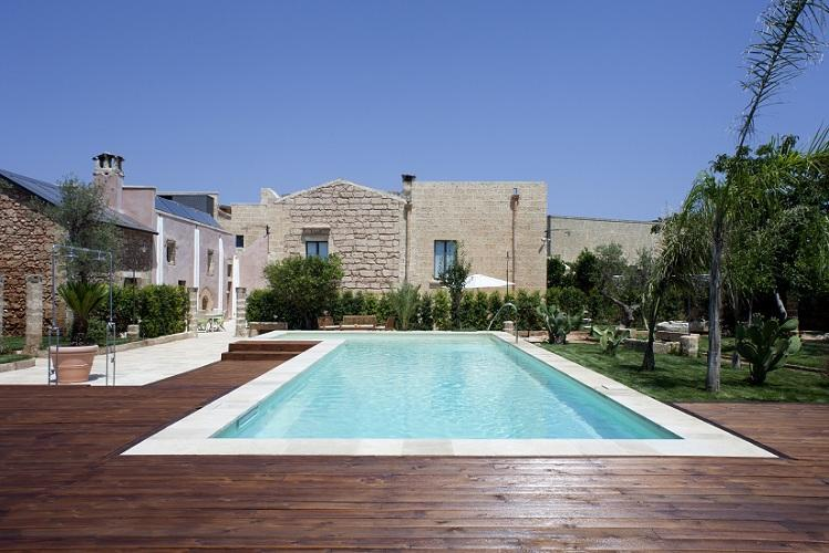 Garden with swimming pool